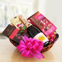 Rosé Veuve Cliquot Champagne Gift Basket